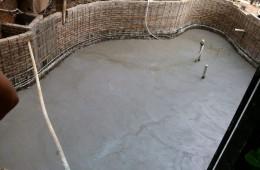 本人屋里别墅装修,找个专业做游泳池和浴池防漏的公司。