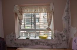 经贸委宿舍3栋1单元501飘窗发霉,有水珠。