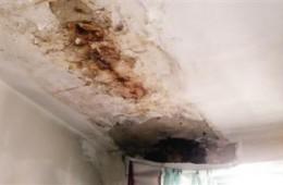 航天医院康复楼房顶漏水找人修复。