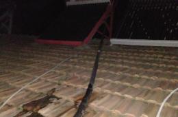 大江路附近房顶瓦片缝隙漏水到卧室