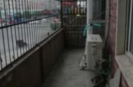 阳台下雨了漏水房子在裕顺雅苑这边
