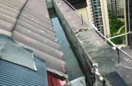 秦淮区教师公寓楼顶水沟漏水到客厅