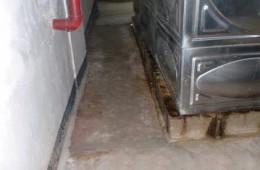 南开时代奥城 水泵房墙上和地上漏水找师傅补漏