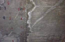 天津金秋新苑7漏水 天花板一条3米左右的裂缝渗水