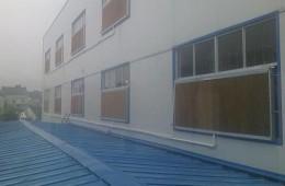 天津空港矮房子和高房子结合的地方漏水需要处理