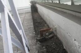南开房管局屋顶上门的水沟有渗水情况 找师傅来维修