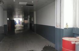 长沙比亚迪汽车走廊防火门下雨往下漏水,找师傅来检查