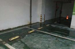 西安太奥广场地下室车位墙根往外渗水