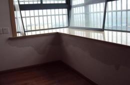 大石西一街桑瑞大厦 办公室窗户往里渗水