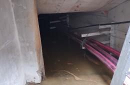 蜀源路金鹏街交叉口 市政电缆井管壁漏水