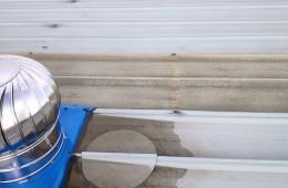 中航工业印刷厂 车间房顶排气帽漏水共有30几个