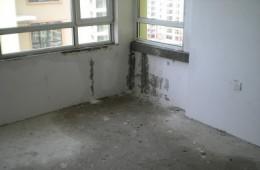 河北师范大学第二实验楼 顶楼窗户往室内漏雨