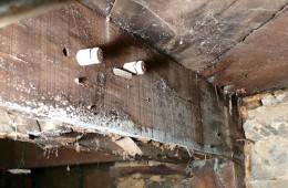 沿东街白老胖罩火烧 天花板渗水发霉