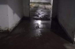 浙江金通汽配城地下室停车场漏水