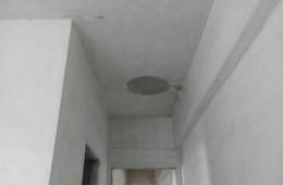 机场路京惠花园卫生间门口往下渗水
