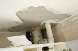 滨江区白马湖 厕所管道周围掉皮,偶尔顺着管道往下滴水