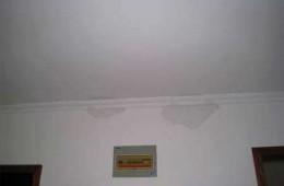 西湖区定北家园二区 客厅房顶石膏线渗水