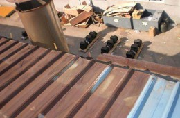 山西千汇药业有限公司 生产厂家彩钢屋顶雨天有十几处进水
