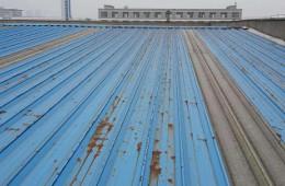 郑州市管城回族区 龙工机械制造 公司厂房彩钢瓦渗水