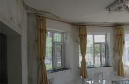 郑州市二七区好运来家常菜 二楼包房靠窗户几面墙上渗水