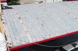 昆山市加气站铁皮屋顶下雨天漏雨严重