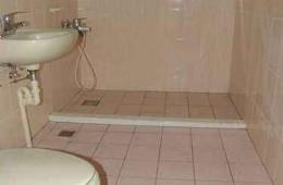 柳溪产业园 公寓厕所往楼下漏水