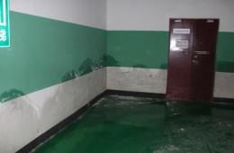 沈阳市海丽德 高压配电房门口墙上漏水