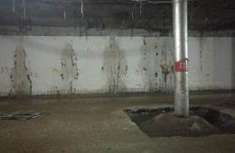 万科假日风景地下室墙壁渗水