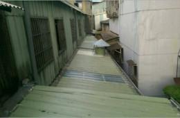 市北区孟庄路铁路小区彩钢棚漏水