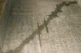 乌市东环市场干果中心天花板漏水
