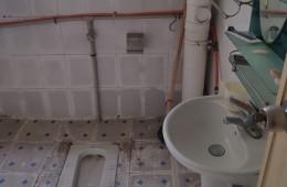 路北区张大里新村203号 厕所往楼下漏水