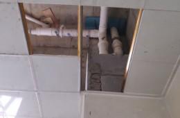 裕丰街唐山市气象局公共厕所下水管滴水