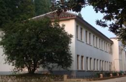 安顺职业技术学院教学楼屋顶漏水修缮