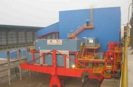 唐山佳华公司化工园区厂区钢结构房顶,设备间漏水维修