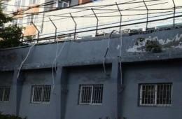 青岛市市北区海警局沿街副楼女儿墙漏水维修