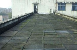 一二0师学校教学楼公共露台防水,门窗洗手间漏水维修、教室、楼道刮墙