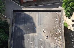 小区有一间活动室,平房,漏水,需要重新做防水。(人不好上)