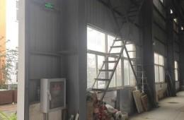 我司厂区屋顶有两排水沟下雨后漏水急需维修!请尽快联系。