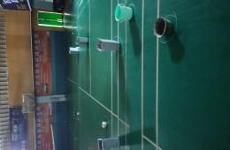 金地格林小区体育馆彩钢瓦漏雨做补漏